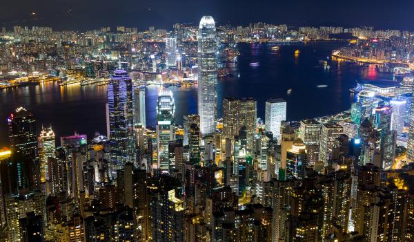 Die bunte Skyline von Hongkong